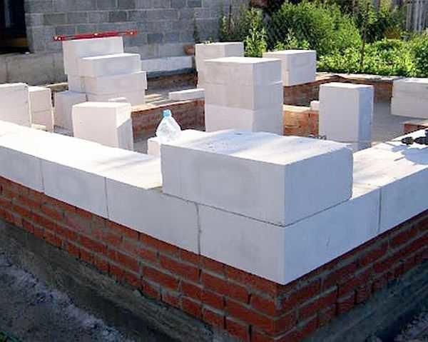 Как выложить угловой блок второго ряда