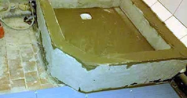 После бетонирования через пару дней промазано гидроизоляцией на основе цемента (бетоноконтакт)