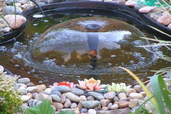 Садовый фонтан из пластиковой чаши