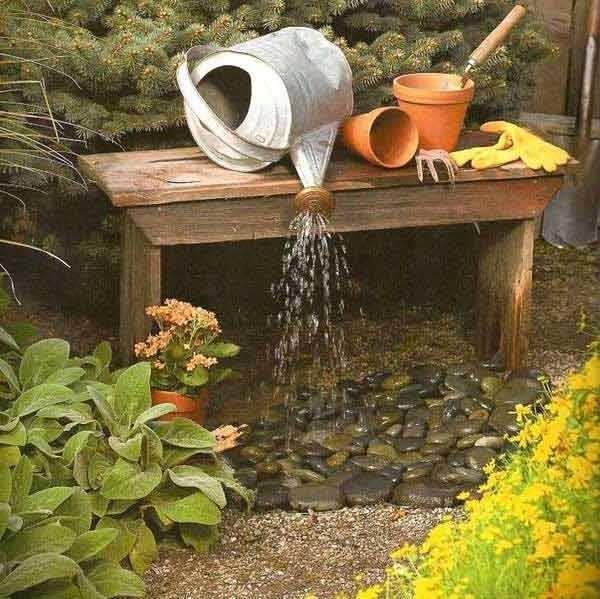 Садовый фонтан из лейки