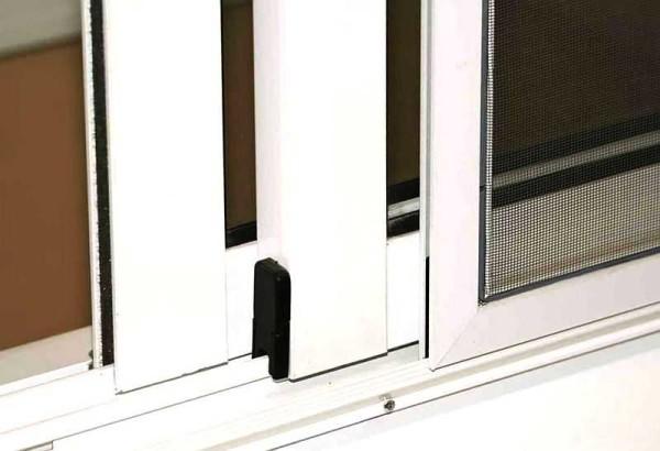 Раздвижные - на такой же системы алюминиевые окна
