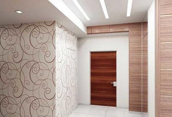 Еще пример комбинирования обоев в коридоре из одной коллекции