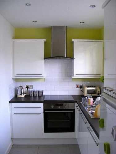 Планировка маленькой кухни с холодильнико