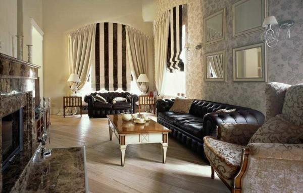 Более спокойные цвета, ткань без блеска - эффект иной, а стиль- классика