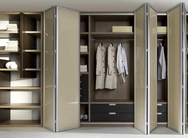 Использовать складные двери для шкафов - хорошая идея