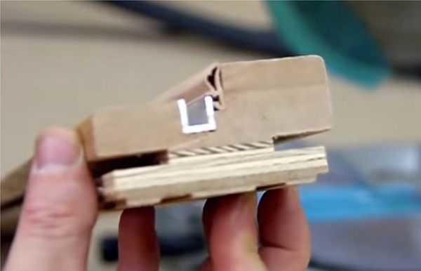 Так в разрезе выглядит стойки коробки под двери-книжку