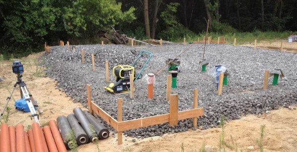 Щебень засыпан, установлены закладные элементы канализации и водопровода