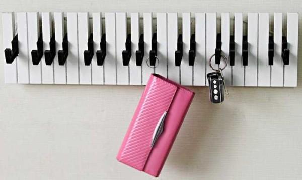 Вешалка-пианино