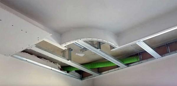 Шпаклюем бортик и потолок