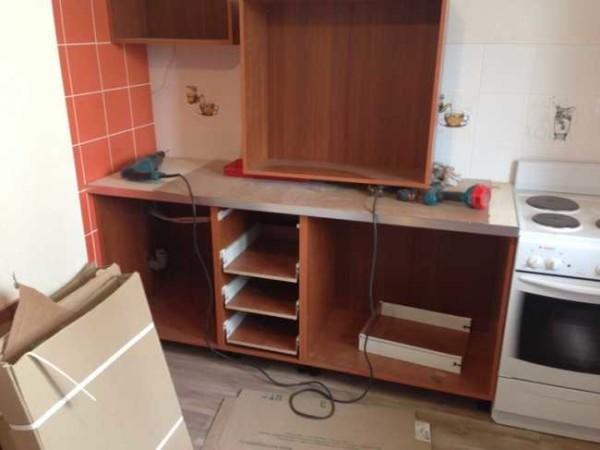 Начало сборки кухонной мебели
