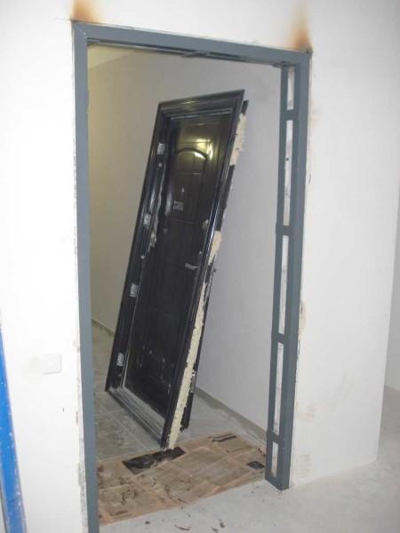 Рама для монтажа металлической двери в доме из газобетона