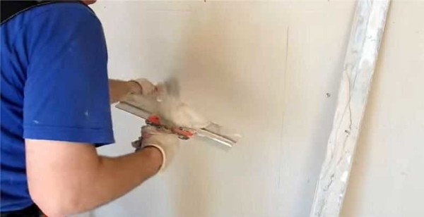 Выравнивание стен под шпаклевку