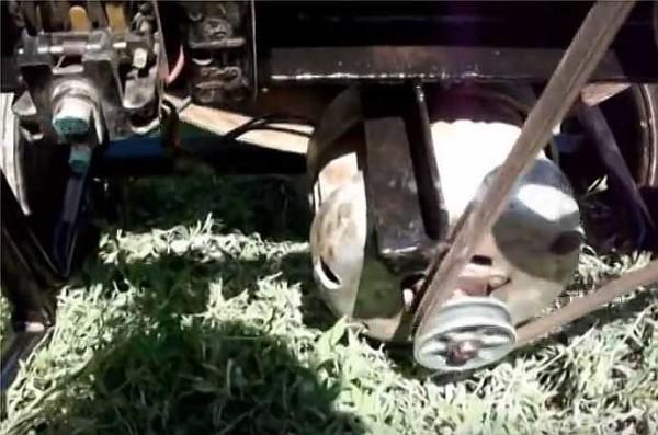 Подвес мотора на пластине гасит большую часть вибраций