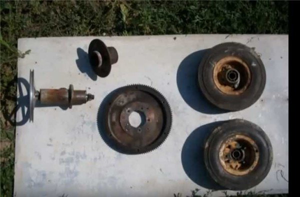 Шестерни, колеса - все старое, все было в гараже