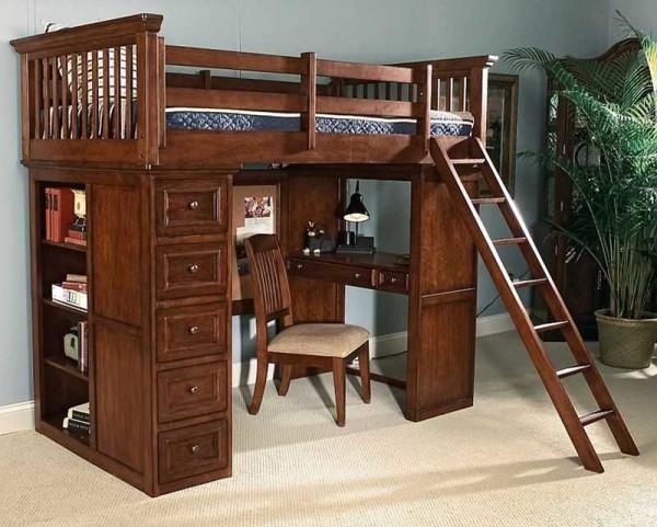 Наклонная лестница, безусловно удобнее, но места занимает много