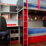 Один из вариантов рационального использования пространства в маленькой детской для двух мальчиков