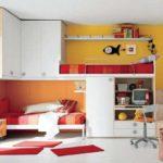 Компактное размещение мебели на двух прилегающих стенах