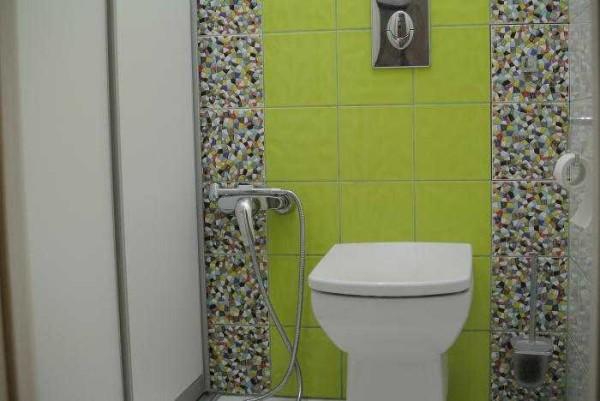 Гигиенический душ возле унитаза - удобно и экономит пространство