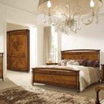 Менее парадный вариант с добротной деревянной мебелью