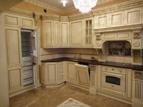 Фасады кухонной мебели белого или молочного цвета