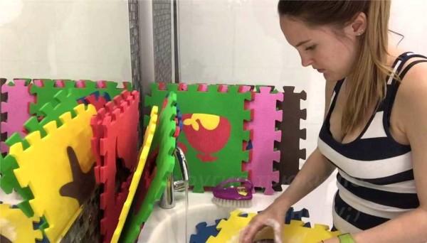 Как мыть мягкий пол в детской