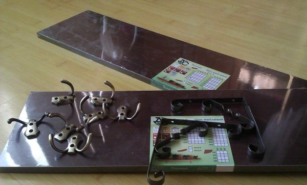 nastennaja-veshalka-4-600x363 Как сделать вешалку