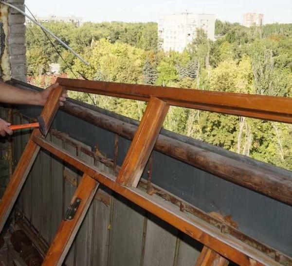 Демонтаж старого отстекления и отделочныъх материалов