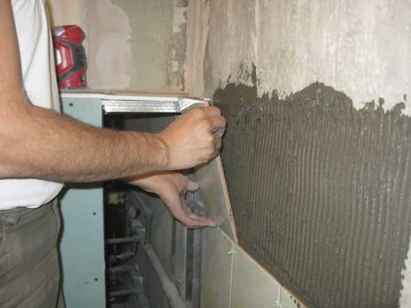 Отделка ванной комнаты плиткой: кладем на стены