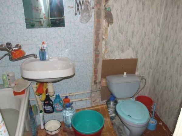 Стена между туалетом и ванной убрана