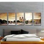 Украсить стену в спальне можно панно с городским (или природным) пейзажем