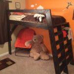 Невысокая деревянная кровать-чердак своими руками