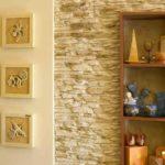 Гипсовый декоративный камень в сочетании с гипсовым панно в коридоре - восточная стилистика