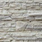 Светло-серый искусственный камень - самое то для небольшой прихожей