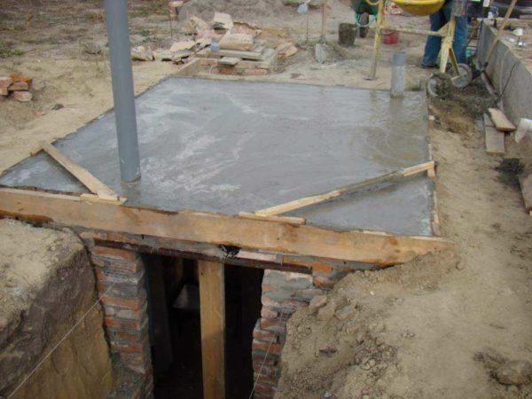 Так выглядит залитая плита перекрытия для погреба