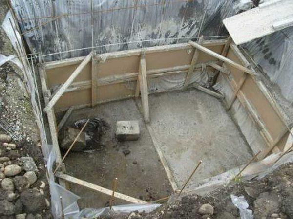 Сделать погреб из бетона можно на любых грунтах