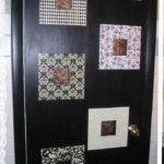 Эти двери сначала покрасили, а потом наклеили элементы декора