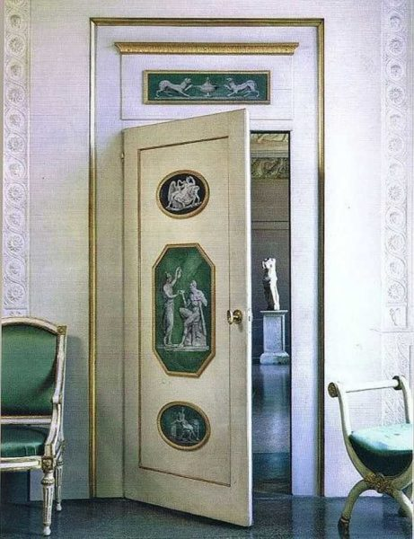 Вариант декора дверей для классического интерьера