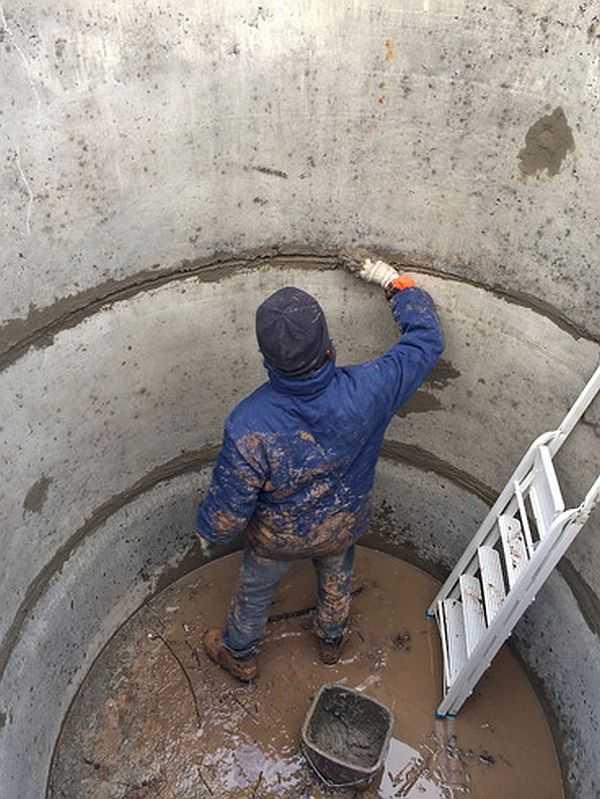 Промазать швы цементно-песчаным раствором