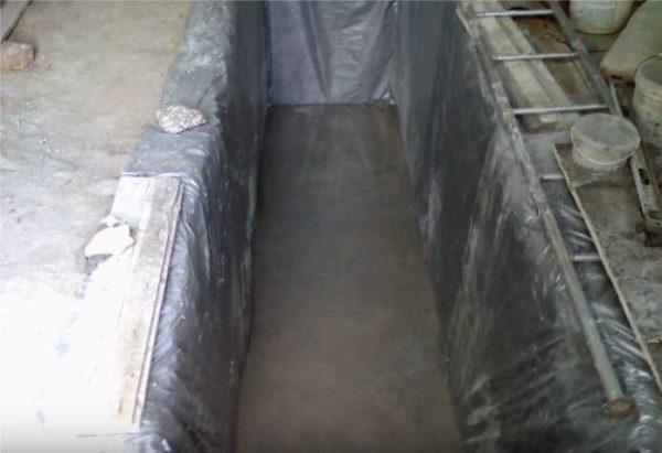Смотровая яма для гаража: пол залит