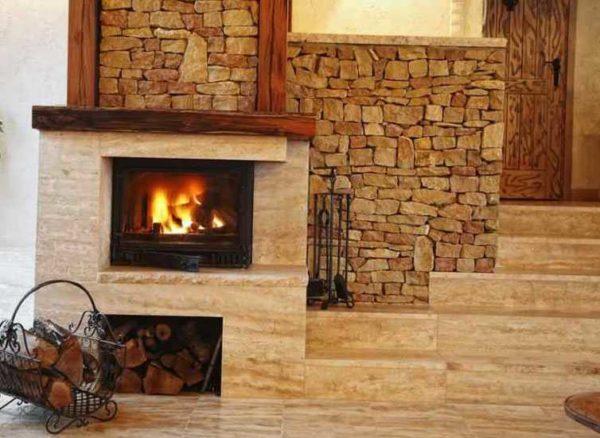 Комбинации разных видов искусственного камня с фрагментами древесины