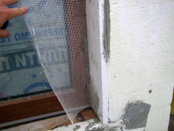 Утепление фасада пенопластом начинается с откосов