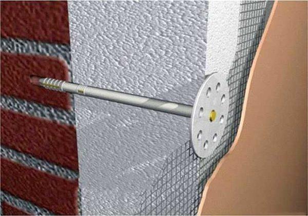 Грибки должны на 3-4 см заходить в стену. На рисунке допущена неточность - сетка наклеивается поверх грибка