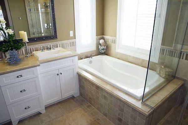 Пример экрана ванны с широким бортиком