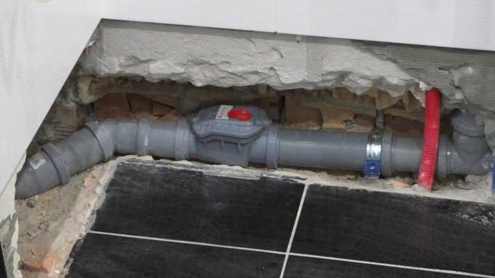 Надо будет обеспечить возможность доступа к крышке - поставить съемную решетку