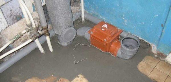 Обратный клапан для канализации установлен