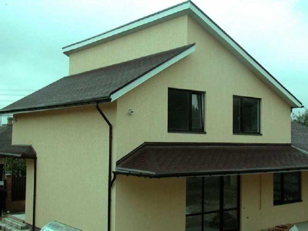 Две односкатные крыши на разных уровнях