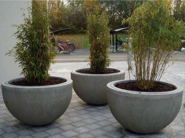 Уличные вазоны для цветов из бетона легко сделать своими руками