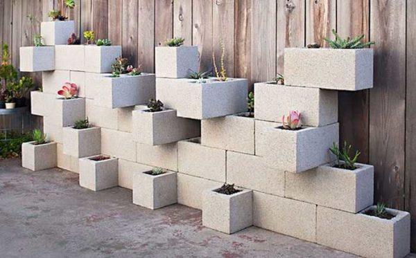 Вазоны из бетонных блоков