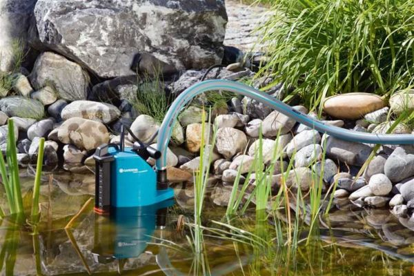 Дренажный погружной насос может подавать воду с речки или пруда