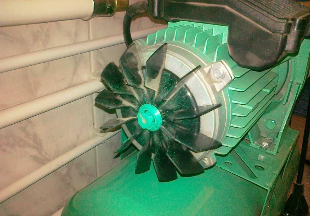 Проверяем крыльчатку - это уже серьезный ремонт насосной станции